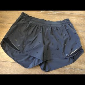 Lululemon hotty hot shorts long sz 10 DOT  🍁🍂🌾